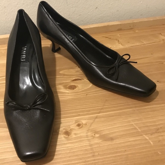 0e6f3f28396 Vaneli Leather Kitten Heel Ballet Pumps 9.5m. M 5b677eaf9539f74c010402cc